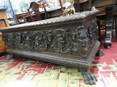 Beautiful Antique Chest Walnut Rich Sculpture With Feet Leone Period