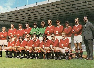 MANCHESTER UNITED EARLY 1970's SQUAD GROUP SHOT INCLUDING GEORGE BEST GOOD