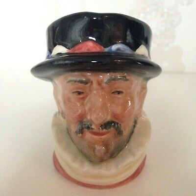 VINTAGE ROYAL DOULTON CHARACTER TOBY JUG - Beefeater 6251