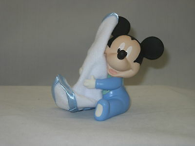Disney Showcase Hugs & Cuddles- Mickey Mouse.  By Precious Moments NIB