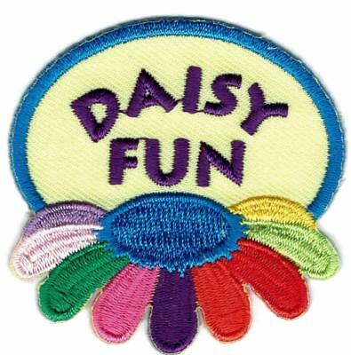 Girl DAISY FUN Flower Daisies Patches Crests Badges SCOUTS GUIDES Petals White