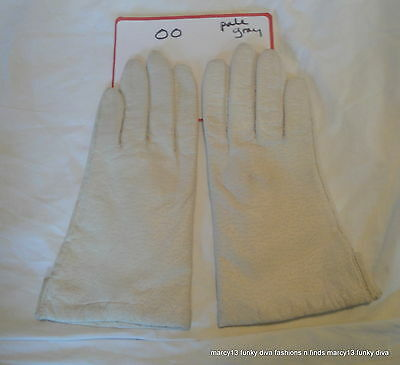 Pretty  Pair of Vintage Fownes Textured White Leather Ladies' Gloves Size 7  OO