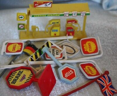 service station road signs Esso Shell Car wash mixed lot x 11 toys plastic toys