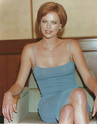 Charlize Theron 8 X 10 Photo With Ultra Pro Toploader