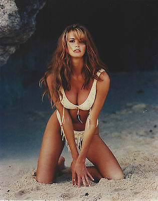 Elle Macpherson 8 X 10 Photo With Ultra Pro Toploader