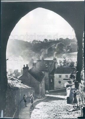 1966 Press Photo View of Stone Houses From Arch Yorkshire England