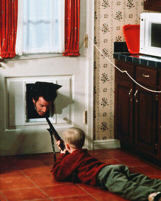 Home Alone Macaulay Culkin Daniel Stern Firing Bibi Gun 8X10 Photo