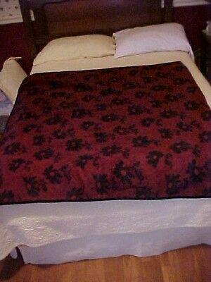 Carriage Sleigh Blanket, Lap Auto Blanket Red W/ Black Flowers Reversible