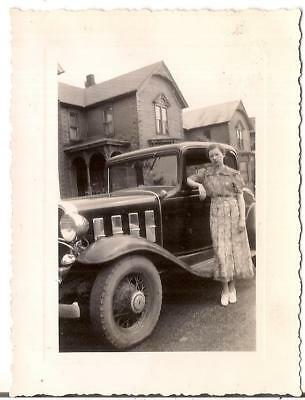 Lovely Woman By Antique Car Old Victorian House In Background Vtg 1920s Photo