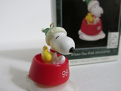 Snoopy Peanuts Charlie Brown Hallmark Christmas Mini Ornament Figurine 1998