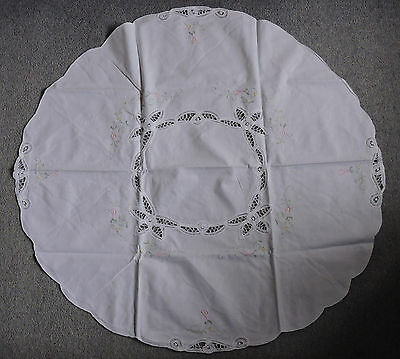 """Tablecloth Hand Made Embroidered Round White 32"""" Diam Afternoon Tea 4 Napkins"""