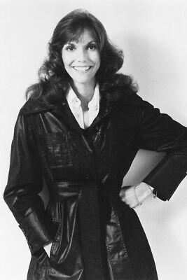The Carpenters Great Pose Of Karen Carpenter In Leather Jacket 24X36 Poster