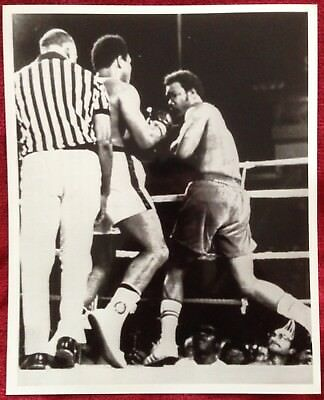 Superb Rare Photo Muhammad Ali And Foreman In Action Rumble In The Jungle 1974!!