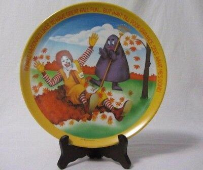 VINTAGE McDONALDS PLASTIC COLLECTOR'S PLATE LIKES TO HAVE GREAT FALL FUN 1977