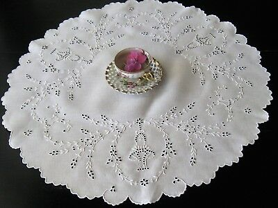EXQUISITE DENSE SILKY WHITEWORK EMBROIDERED MADEIRA CENTERCLOTH~HndWorked~ExCond