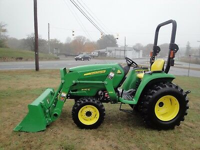 2016 John Deere 3032E  4X4    Tractor Loader   Only 60  Hours