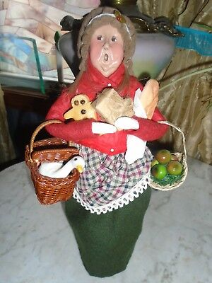 Byers Choice Caroler COUNTRY  LADY W GOOSE, GINGERBREAD MAN,BREAD,  APPLES 1995