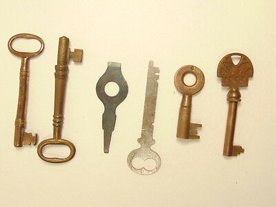 6 vintage keys - 4 brass, 2 flat steel (1 of the brass is about 3 1/2 inches)