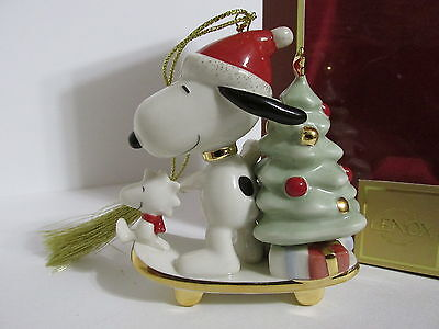 Snoopy Peanuts Charlie Brown Lenox Fine China Christmas Ornament Figure 2008