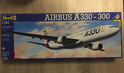 Revell 04220 Airbus A330-300 House Color - 1:144
