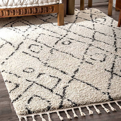 nuLOOM Abstract Soft and Plush Moroccan Diamond Shag Tassel Rug (5'3 x 7'7)