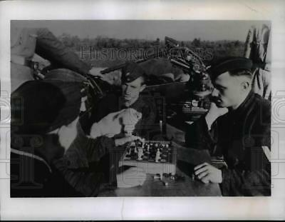 1940 Press Photo German airfield soldiers wait for attacks by Royal Air Force