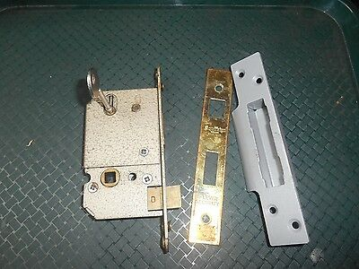 "vintage ""Sovereign"" all metal 5 lever door lock with 2 key"