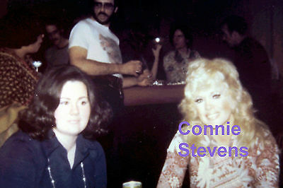 Connie Stevens With A Fan 1975 Original Vintage Rare Unseen Candid Photo