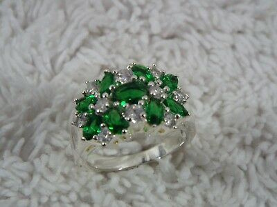 Silvertone Emerald-Green Crystal Ring ~ Size 8 (D41)