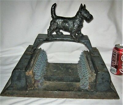 Antique Country Primitive Usa 25# Cast Iron Wire Brush Dog Boot Scraper Doorstop