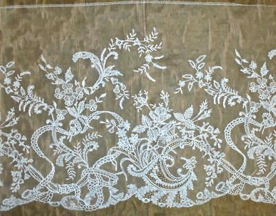 1.32m EXQUISITE 19th CENTURY BRUSSELS OR HONITON LACE EDGING, ROSES & FLORALS