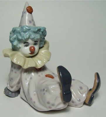 Lladro Hand Made Porcelain 5812 Sitting Clown 1990 Spain by Antonio Ramos