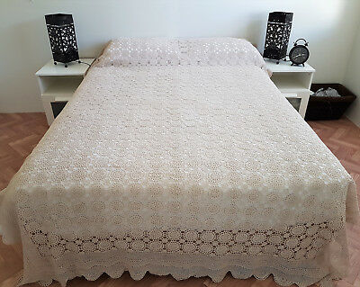 VINTAGE HAND CROCHET BEDSPREAD, SIMPLY STUNNING ~ EXCELLENT CONDITION 260x170CM