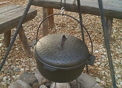 Antique Unbranded Hand Hammered No 8 Cast Iron Dutch Oven Very Good Condition
