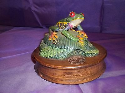 Very Rare 1992 World Wildlife Fund Red-Eyed Tree Frog Musical Figurine Numbered