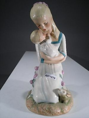 +# A011570_01 Goebel Archiv Muster Charlot Byj Mother embracing child Hase Byj36
