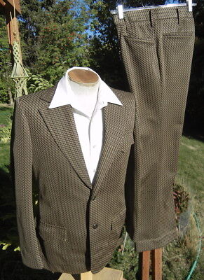 Jacked Vintage 1970s Suit 38R 33x22 - Fun, Dizzy Double-Knit with a Back Belt