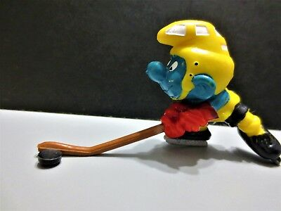 Super rare smurf hockey player with the BLACK PUCK a rarity
