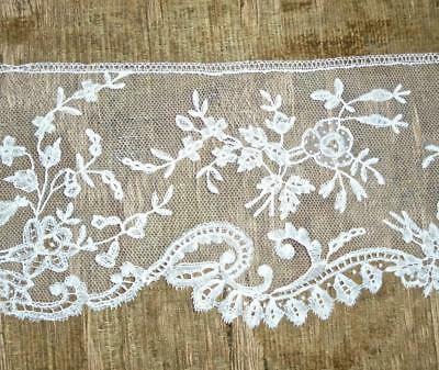 EXQUISITE 19th CENTURY BRUSSELS OR HONITON LACE EDGING, ROSES & FLORALS