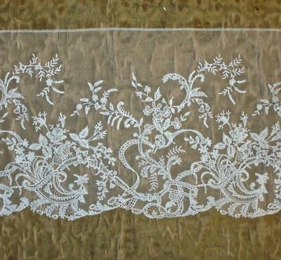 1.35m EXQUISITE 19th CENTURY BRUSSELS OR HONITON LACE EDGING, ROSES & FLORALS