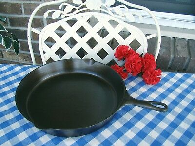 Unmarked Vollrath Cast Iron #12 Skillet with Heat Ring – Cleaned and Seasoned