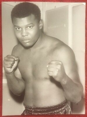 Nice Rare Vintage Press Photograph Heavyweight Contender Henry Clark In Pose!!
