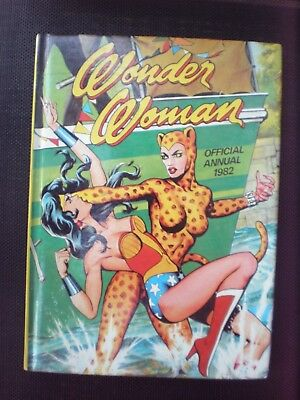 WONDER WOMAN  - Official Annual 1982