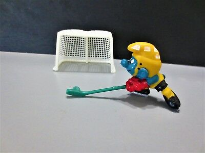 mint no box super smurf hockey player with the net LOOK uncommon