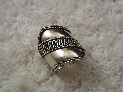 Sterling Silver Band Ring - Size 7 (C62)