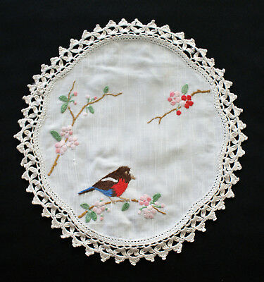 """VINTAGE 1950's DOILEY """"ROBIN RED BREAST"""" BEAUTIFULLY HAND EMBROIDERED"""