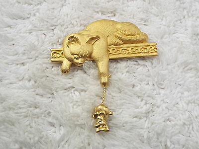 JJ (Jonette Jewelry) Goldtone Cat on Shelf Mouse Pin (D35)