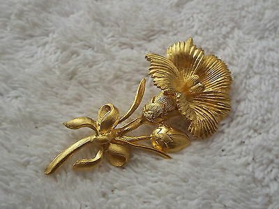 Matte Goldtone Flower Pin (D29)