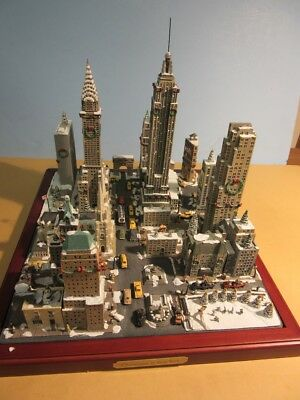 Danbury Mint CHRISTMAS In NEW YORK Cityscape Sculpture MIB