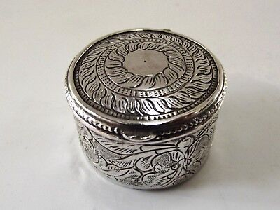 Small Silver Box With Engraved Pattern Ref 422/4